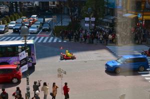 en kart por las calles como Super Mario